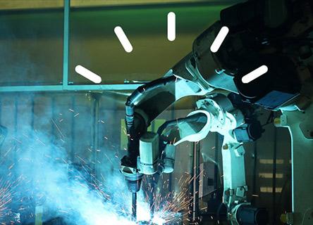 Machinerie de haute technologie dans une usine sombre