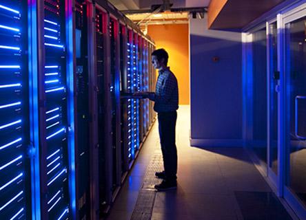 professionnel de la sécurité ibm dans un centre de données