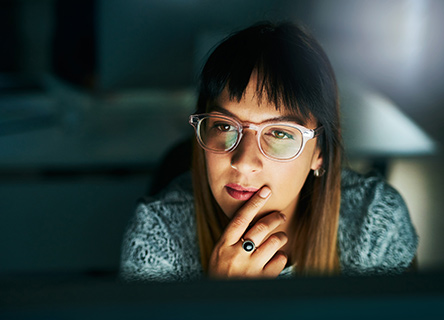 kaltura -  young businesswoman focused intently on her computer screen