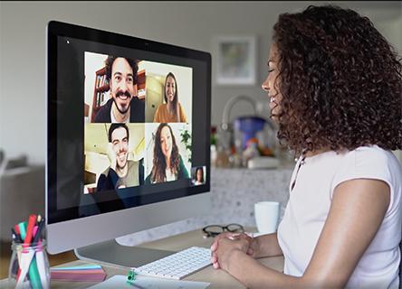 Un groupe d'individus divers sur un appel vidéo