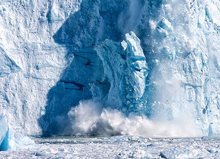 Image de la fonte / de l'effondrement de l'iceberg
